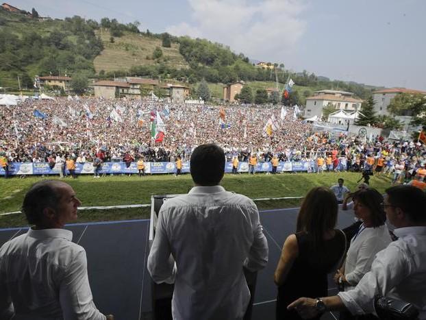 Salvini e il popolo di Pontida: «Questa è l'Italia che vincerà» Insulti a Lerner, alle tv e Mattarella