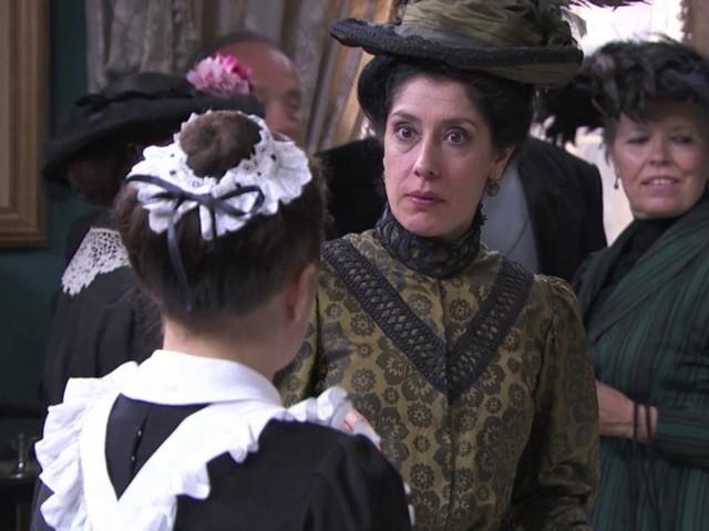 Una Vita, trame: Rosina turbata dal ritorno dell'ex amante del defunto marito Maximiliano