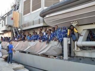 Nave con 520 migranti giunta nel porto di Vibo A bordo anche 150 minori soccorsi in mare