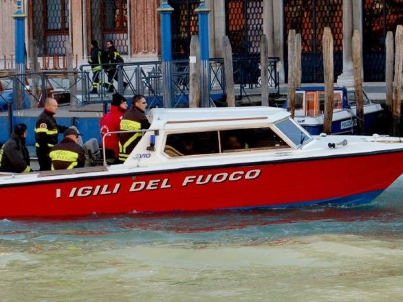 Venezia, nave da crociera sbatte battello turistico