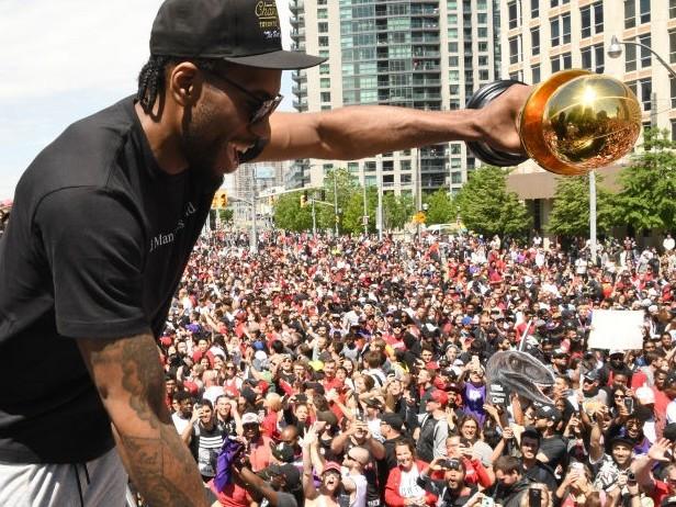 NBA, Kawhi Leonard torna a Toronto per la prima volta: la reazione dei suoi ex tifosi