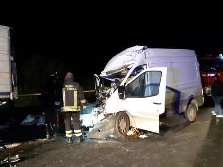 Incidente nel Mantovano: furgone travolto da un Tir, muore imprenditore 38enne