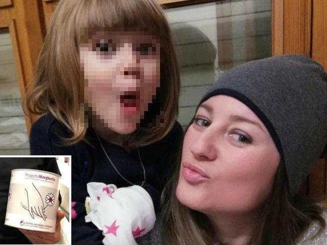 La storia di Nina che raccoglie soldi all'asilo per regalare parrucche alle malate di cancro