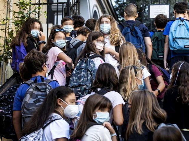 Scuola, casi di coronavirusin 400 istituti: 75 chiusure