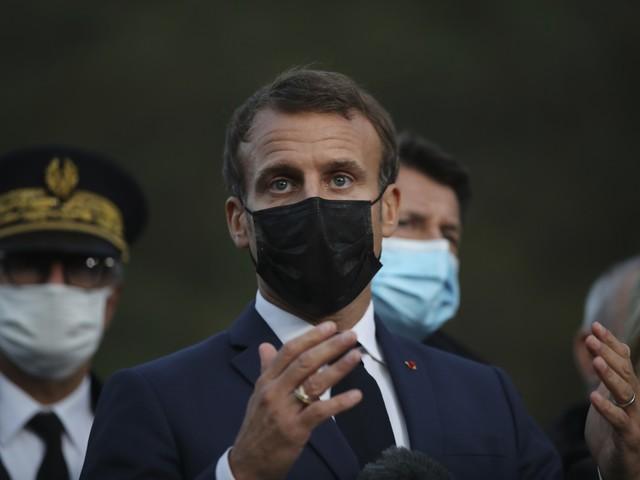 Macron abbraccia l'Egitto: non romperò per i diritti civili