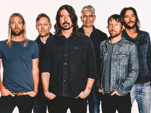 I Foo Fighters si trasformano in una ridicola squadra di football americano - VIDEO