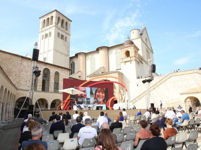 Bonaccini e Tesei, al Cortile di Francesco corrispondenza d'amorosi sensi sul ruolo delle Regioni