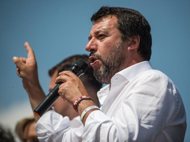 """Cannabis, chiusi tre negozi nelle Marche. Salvini: """"Di Maio ritiri proposta liberalizzazione"""""""