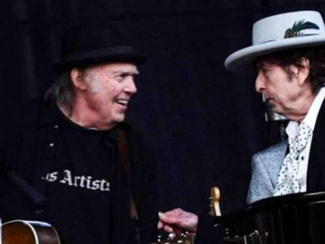 BOB DYLAN E NEIL YOUNG/ Video, il duetto fra i due giganti del rock a Kilkenny