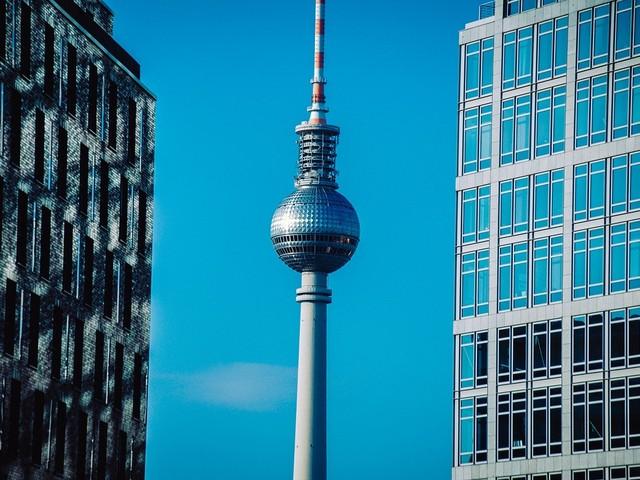 Berlino, almeno 10 contagi da Covid in ristorante del centro. Si cercano gli altri presenti alla serata
