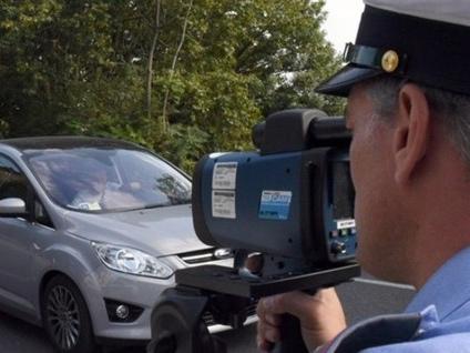 Controlli velocità, ritirate 29 patenti Fermato sull'Asse a 150 km/h