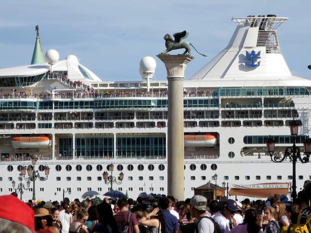 Questa foto dei grattacieli del mare riassume uno dei fatti più importanti di questa settimana