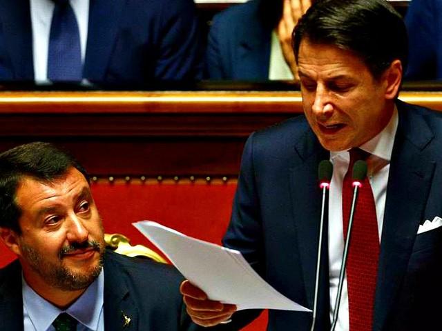 """Crisi di governo, Conte: """"L'esecutivo si arresta qui. Vado da Mattarella a dimettermi"""". Lega ritira mozione di sfiducia. E il premier replica: """"Se Salvini non ha il coraggio, mi assumo io responsabilità"""" – LA DIRETTA"""