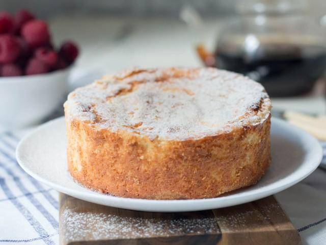 Ricotta infornata al limone: la ricetta del dessert morbido e profumato