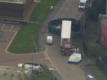 Orrore in Inghilterra: 39 cadaveri di immigrati dentro il container del Tir