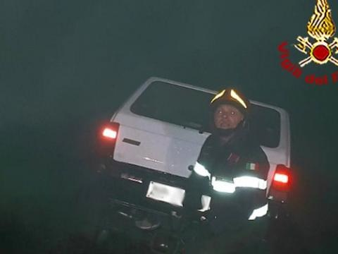 Muore bruciato in auto nel Milanese