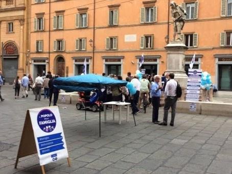 Un cittadino italiano su quattro considera l'omosessualità una malattia