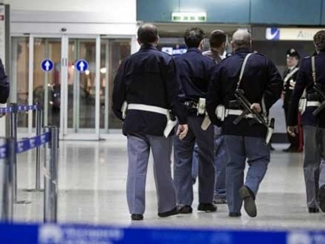 Immigrazione, espulsi 4 extracomunitari dal territorio nazionale