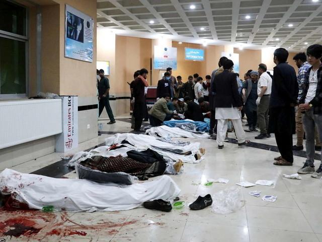 Afghanistan, esplosione davanti a una scuola femminile: almeno 55 morti