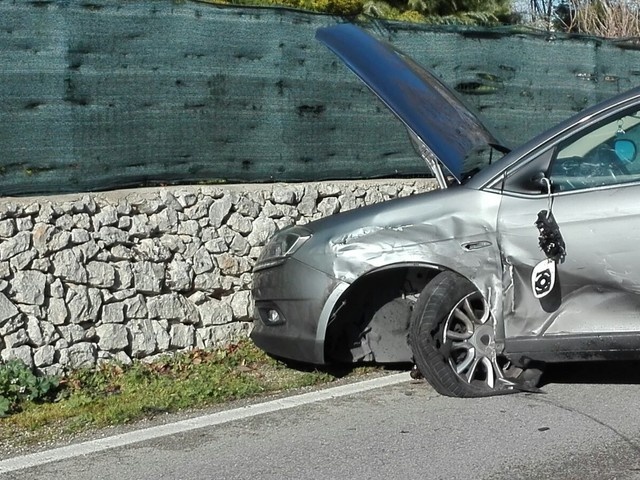 Martina Franca-Locorotondo: incidente sulla strada statale 172, auto semidistrutte. Intervento del 118 Anche pompieri e polizia (anche locale) dopo lo scontro frontale