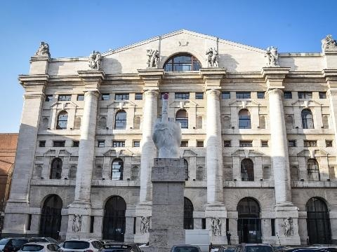 Borsa: Milano sale (+0,57%), balza Tim, bene Cnh e Banco Bpm