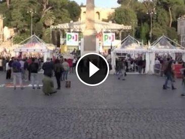 Roma, Renzi sul palco per il Sì. Ma Piazza del Popolo è piena solo a metà