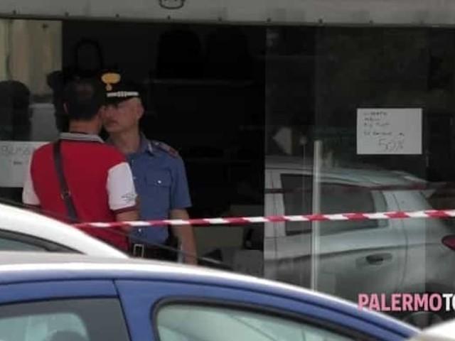 Uccide l'ex moglie e si barrica in un negozio: ferito anche il figlio 14enne