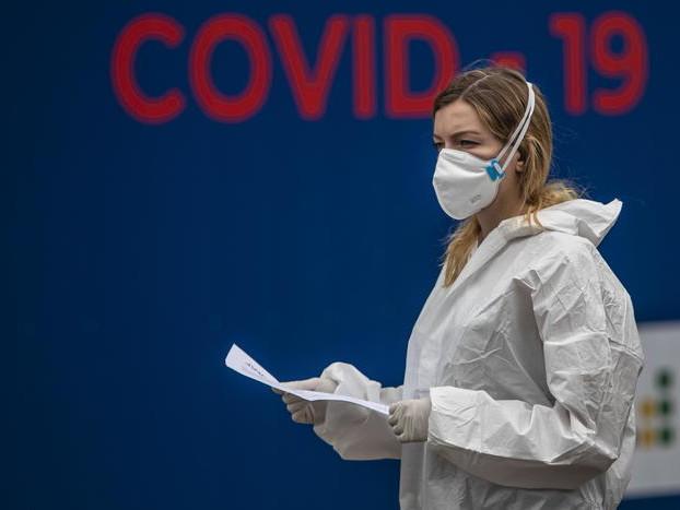 Covid, aumentano i decessi in Spagna: 241 in un giorno Francia, altri 10 mila contagi