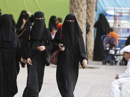 Arabia Saudita, le donne adesso possono guidare
