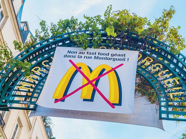 """Ostriche contro hamburger: """"A Oléron mai McDonald's"""""""