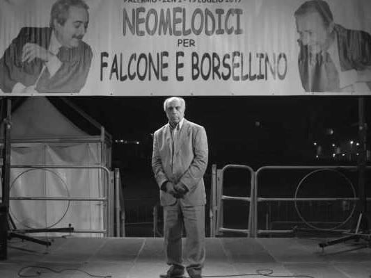 La mafia non è più quella di una volta, la recensione: odissea nell'omertà neomelodica