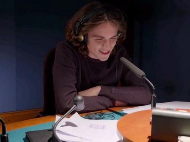 Upas trame al 29 novembre: Vittorio ricorre a una star musicale per riconquistare Alex