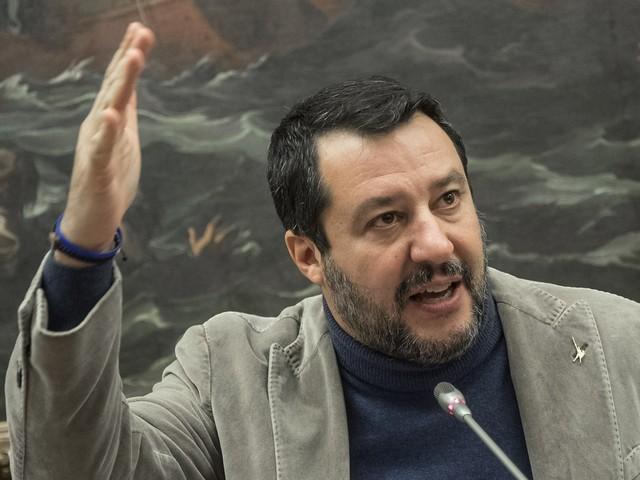 """Salvini ancora indagato per uno sbarco: """"Ho difeso i confini, è una medaglia"""""""