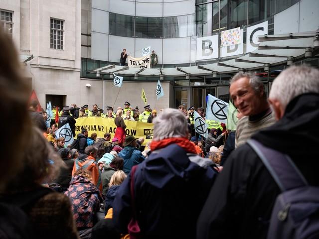 Extinction Rebellion, ecco chi finanzia gli eco-attivisti