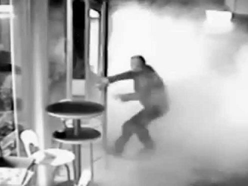 Tabaccaio di via Roma a Palermo mette in fuga il rapinatore con i fumogeni