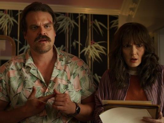 Netflix celebra Stranger Things 3 con un filmato di 12 ore del Dr. Alexei che beve uno Slurpee - Notizia