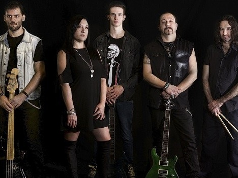 MadHouse: ascolta 'King Without a Crown', dal nuovo disco 'MadHouse Hotel'