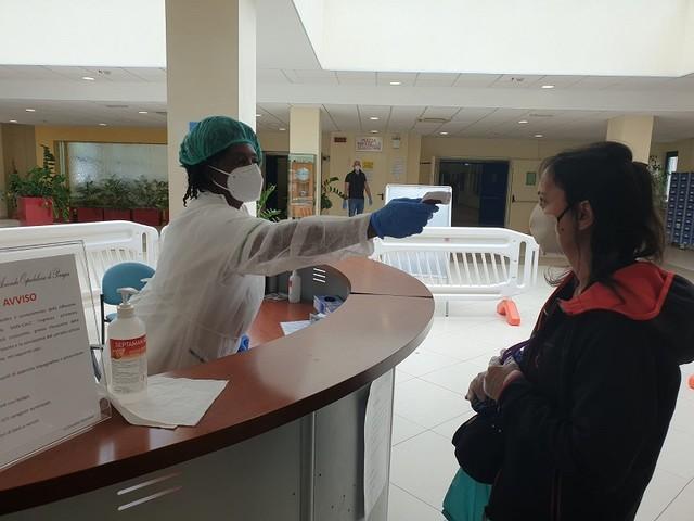 Coronavirus, trovati positivi 3 infermieri all'ospedale | Contagiati anche 2 pazienti dialitici