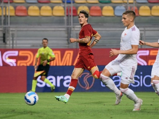 Roma, cinque gol al Debrecen in amichevole: doppietta di Dzeko e perla di Zaniolo