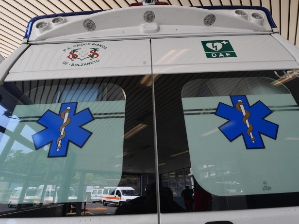 Incidente sul lavoro nel carcere di Secondigliano, cade da scala e muo