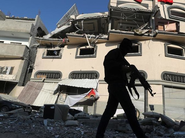 Israele uccide il capo della Jihad islamica, pioggia di razzi da Gaza