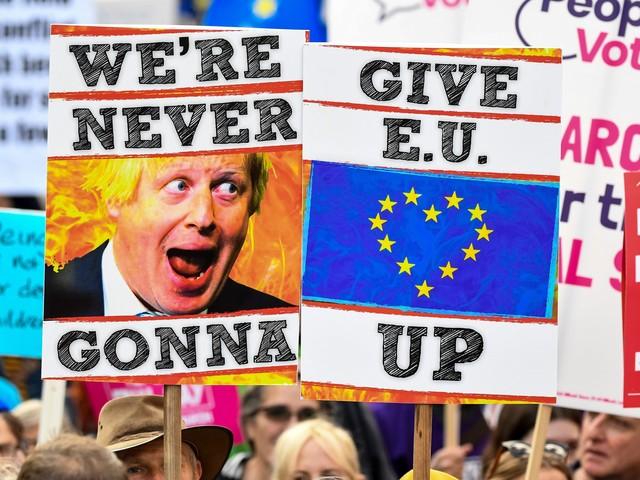 Colpo di scena a Westminster: passa l'emendamento che rinvia la Brexit. Sconfitto Boris Johnson
