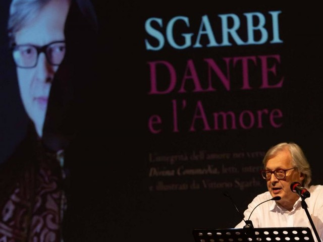 L'amore nella Divina Commedia raccontato da Sgarbi: folla di pubblico a Civitanova