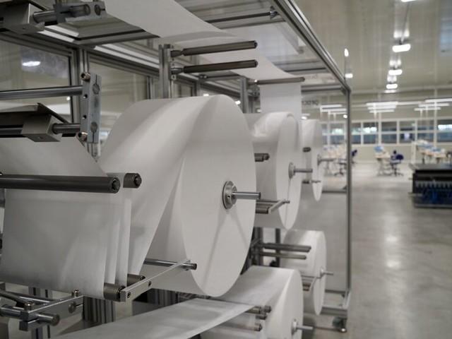 Dpi, plasticherie per ventilatori polmonari e materiali per produrre mascherine: nuovo carico dalla Cina in Puglia