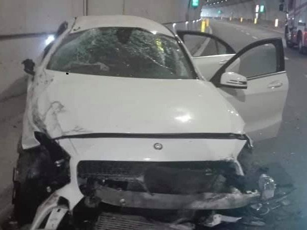 Incidente in galleria sulla statale 106, due feriti gravi