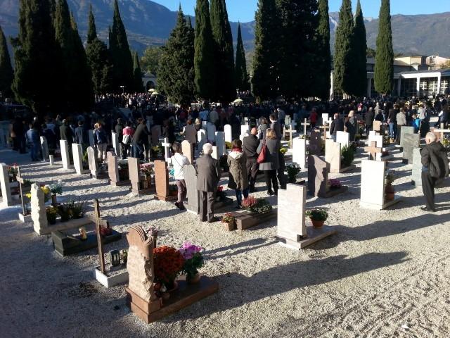 Covid, Fugatti chiude tutti i cimiteri del Trentino l'1 e 2 novembre