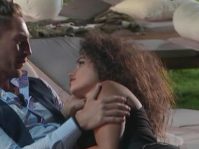 Temptation Island: baci e carezze tra Vittorio e Vanessa, stanno insieme?