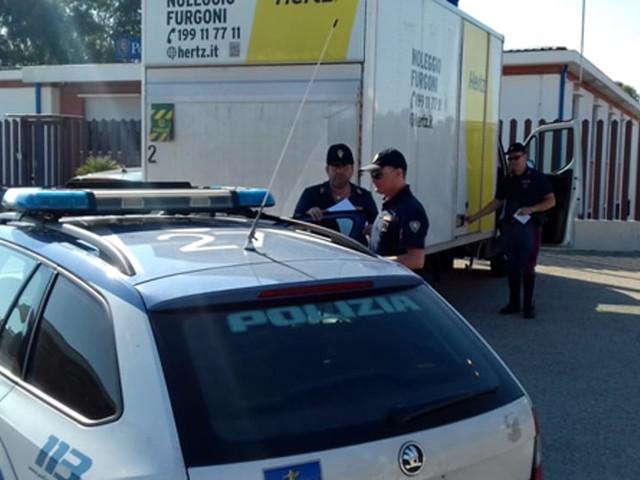 Senza patente, guidava l'autocarro rubato: multa da 5110 euro e denuncia