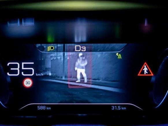 Night Vision, il buio non è più un problema: arriva la realtà aumentata sulle Peugeot