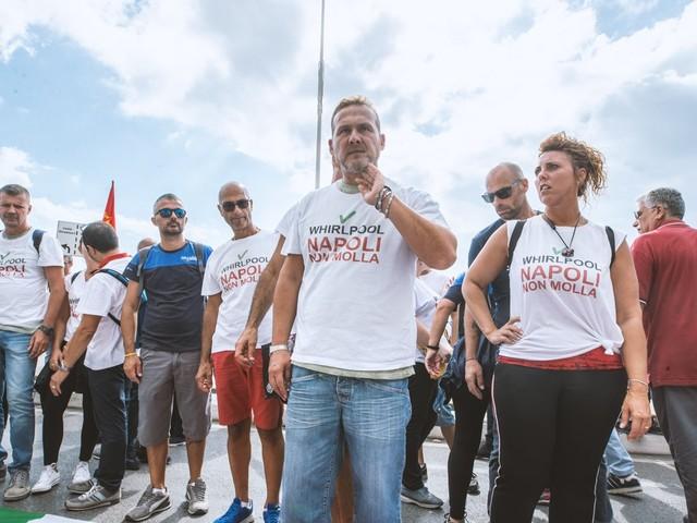 """Whirlpool, proseguono le proteste a Napoli: """"Sarà guerra per tutti"""""""